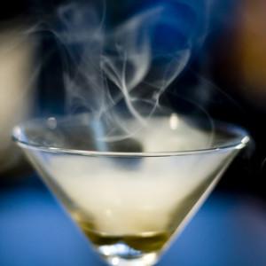 Сигареты и спиртное действуют сообща