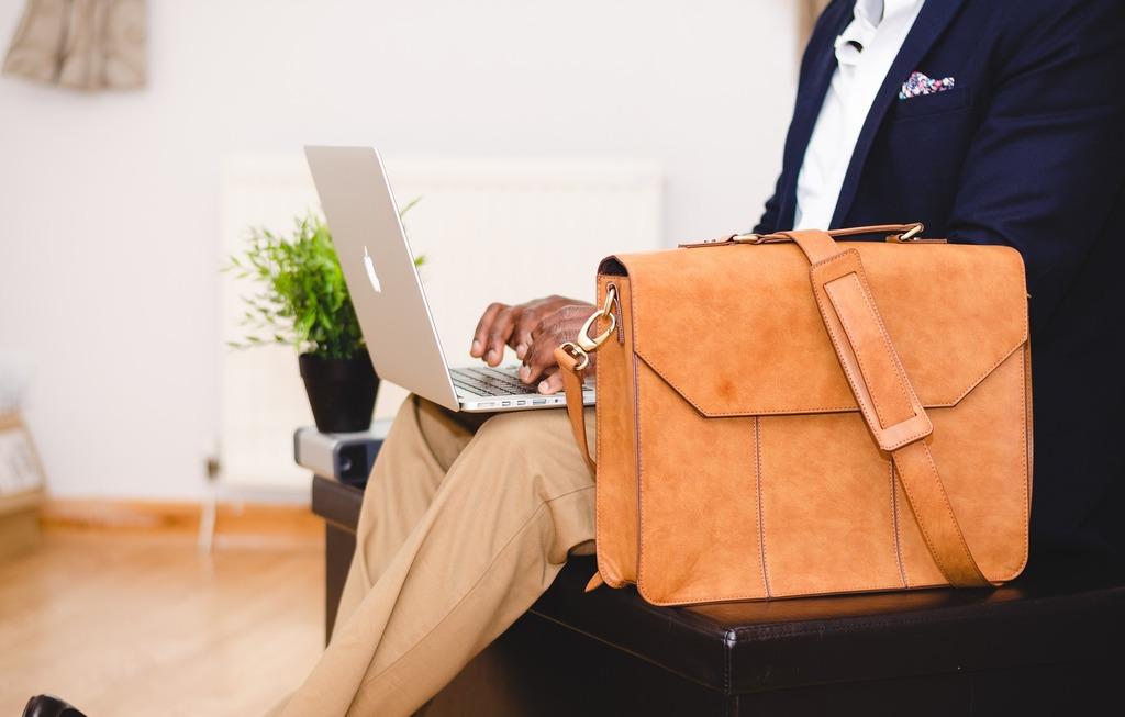 Ученые рассказали, почему важно ерзать на стуле во время работы
