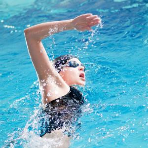 Кому полезно плавание