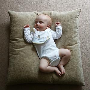 Массаж для малыша: физкультура и общение