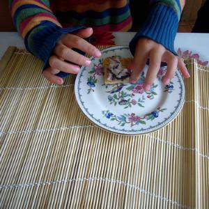 Детям нравится яркая посуда