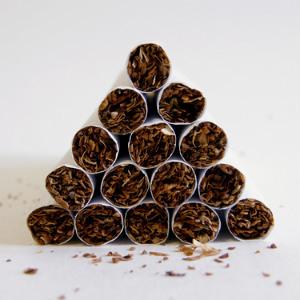 Китайцев отучат курить по закону