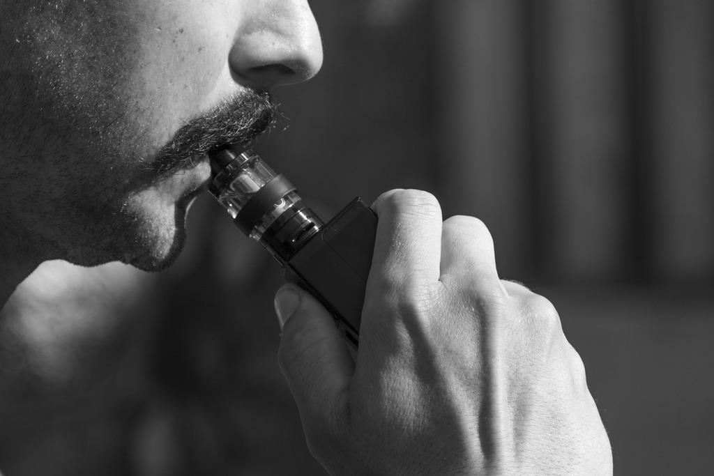 Электронные сигареты будут регулировать «антитабачным законом»
