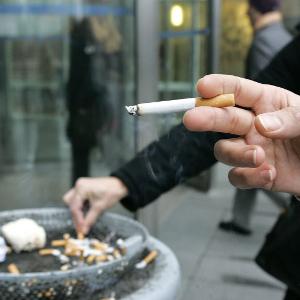 Курение занимает 2 месяца в год