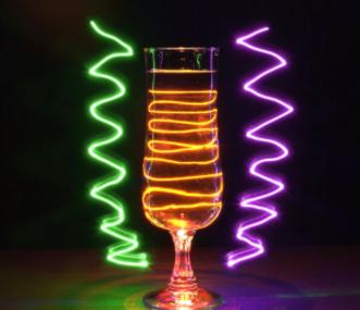 Кривые бокалы заставляют напиваться