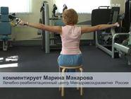 Упражнения с гантелями для женщин: занимаемся сидя