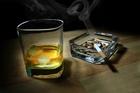 Курильщики расстаются с алкоголем труднее