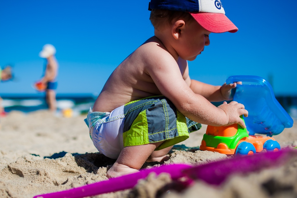 Недостаток игрушек дает детям возможность творческого развития
