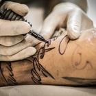 Эксперты запретили лицам с ослабленным иммунитетом делать татуировки