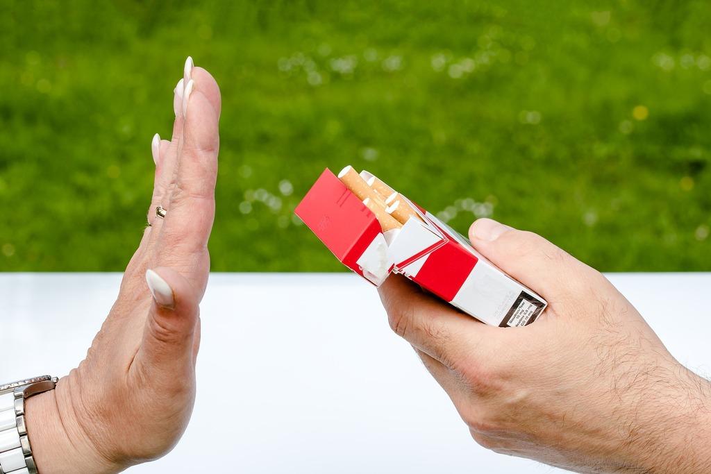 Минздрав прорабатывает вопрос введения «обезличенных» пачек сигарет