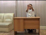 Упражнения за офисным столом: растягиваем запястья