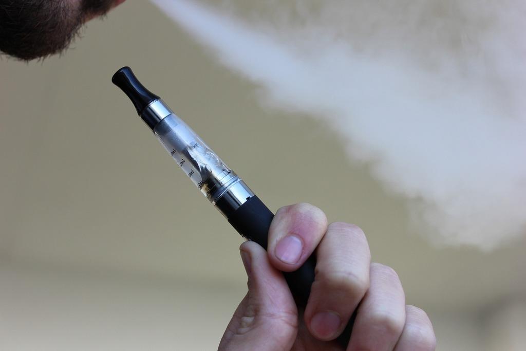 Электронные сигареты с никотином не помогают бросить курить