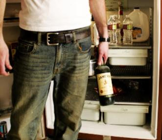 Семья отучает мужчин выпивать