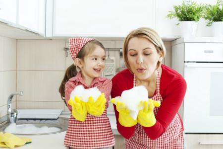 Мытье посуды помогает бороться со стрессом