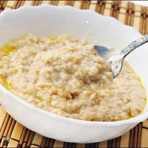 Каша без сахара названа самым полезным завтраком
