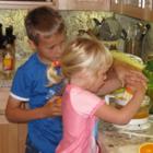 Десять причин научить ребенка готовить